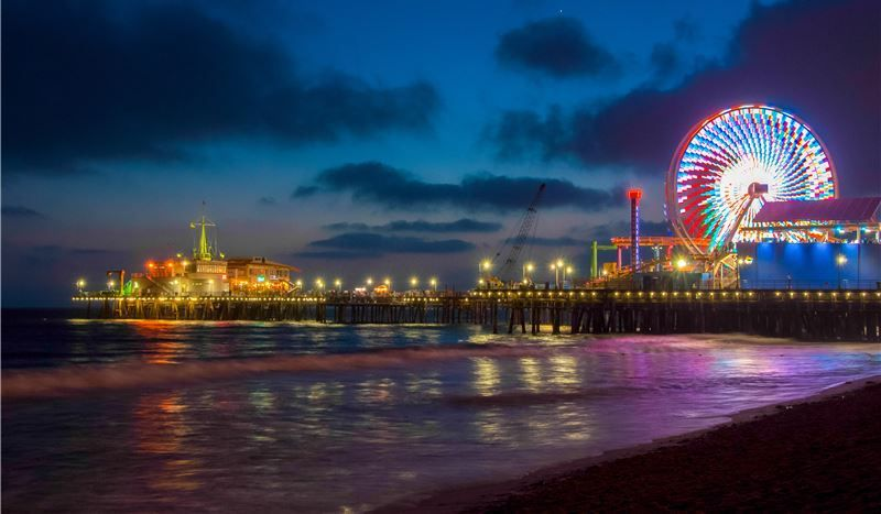 Many tourist attractions nearby to Santa Monica Hotel